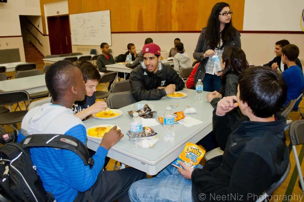 A Seva Food Truck staff member talks to students. Credit: NeetNiz Photography