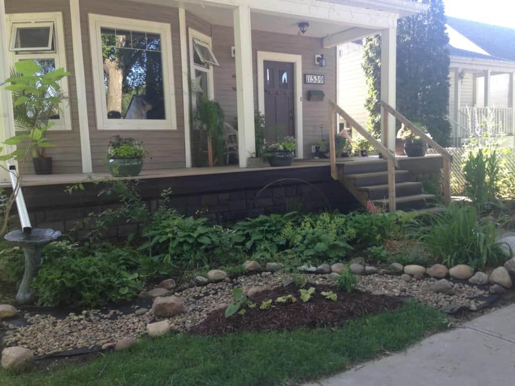88 St and 115 Ave lovely yard veranda